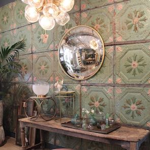 Mirrors & decorative objects