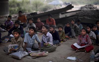 Charity project 'Free school under the bridge' in Delhi